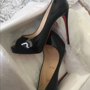 Christian Louboutin Very Prive 38.5 patent 120mm